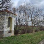 Oprava zapomenuté poutní kapličky v Třeboradicích